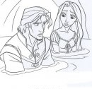 Rapunzel e Flynn in acqua.